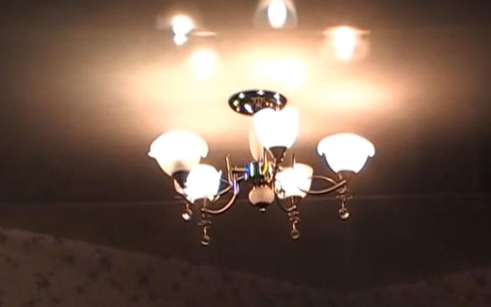 свечение ламп накаливая и светодиодных в одной люстре на максимуме диммера