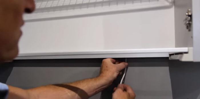 куда спрятать провода для подсветки рабочей зоны на кухне
