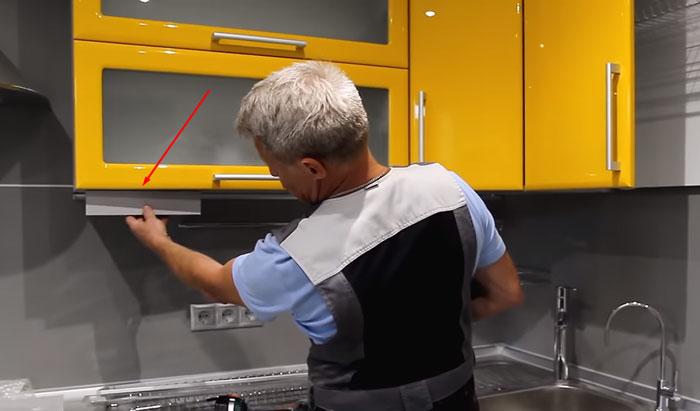 козырек под шкафчики на кухне куда спрятать подсветку