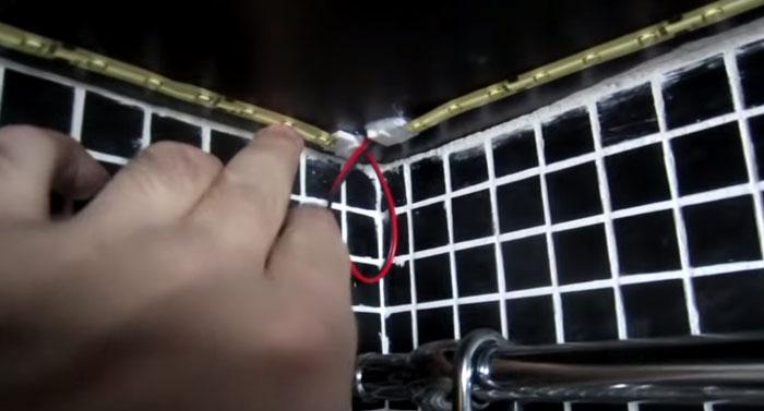 куда спрятать коннекторы при подключении светодиодной подсветки на кухне