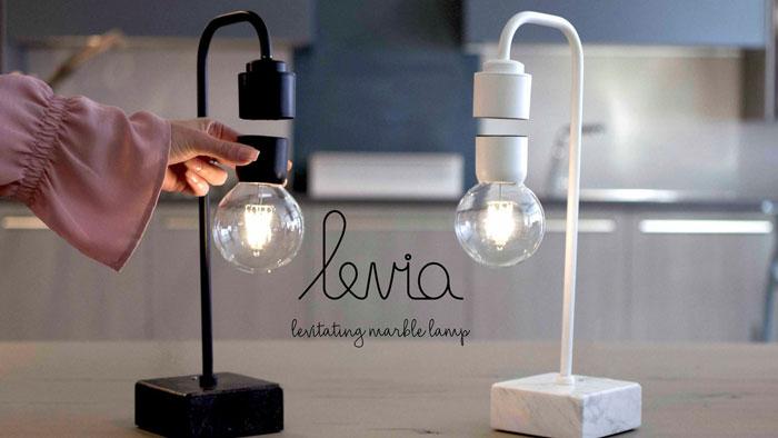левитирующая лампа и настольный светильник