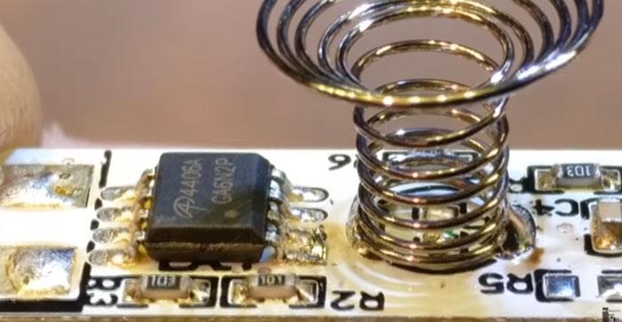 зачем пружинка на диммере для светодиодной ленты