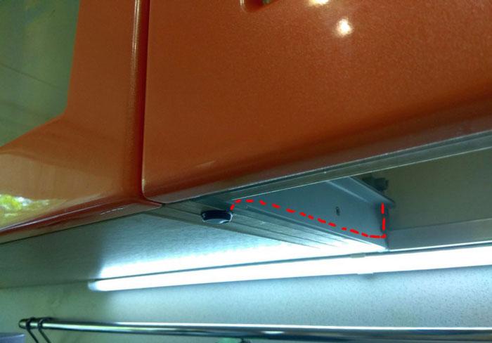 как проложить провода питания для подсветки шкафчиков на кухне