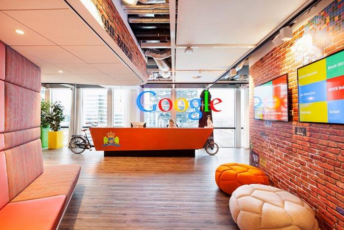 яркие цвета в офисе гугл