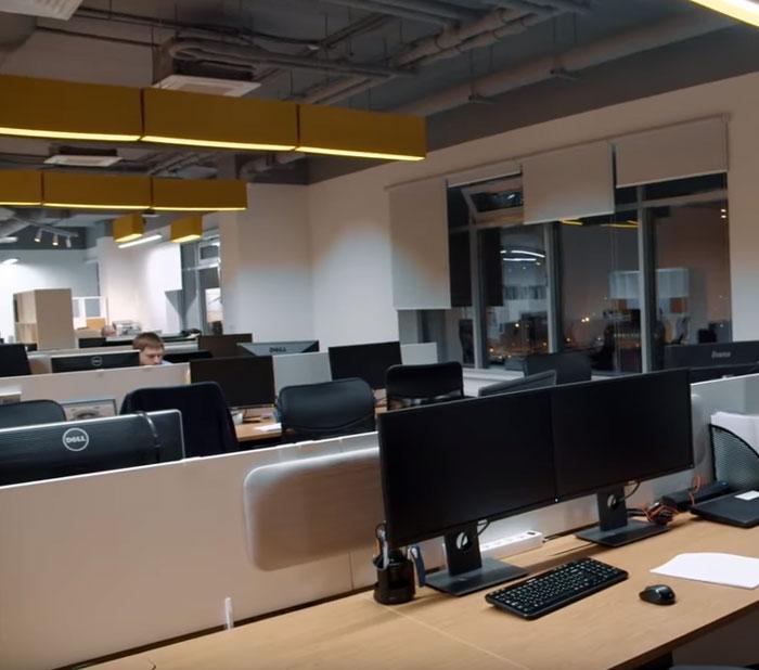 акустический светильник в офисе