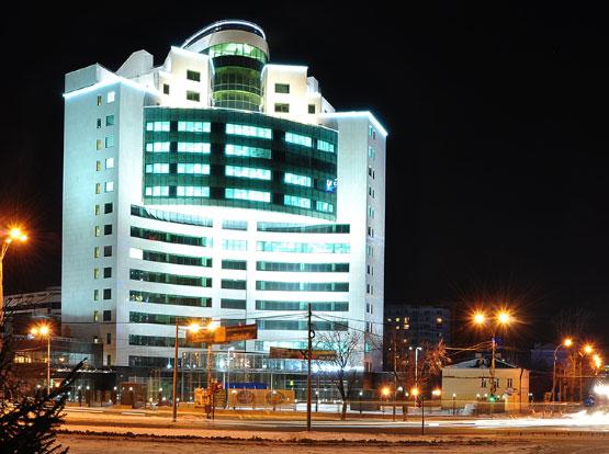 заливающая подсветка всего фасада здания