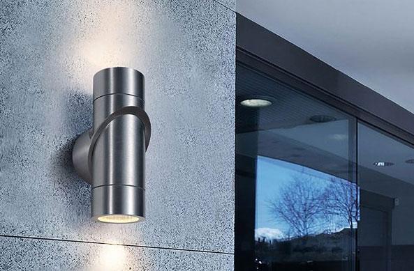 двухсторонний фонарь для освещения фасада