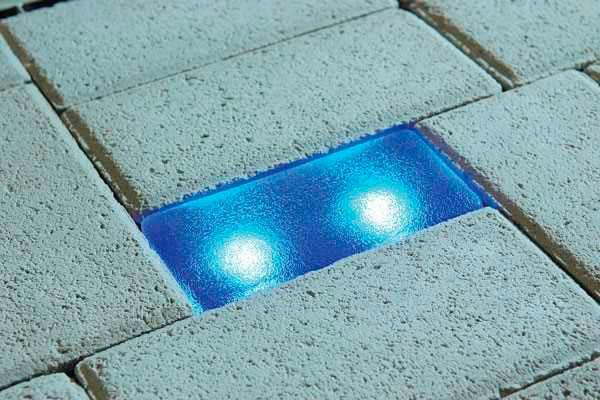 светодиодный светильник в форме тротуарной плитки