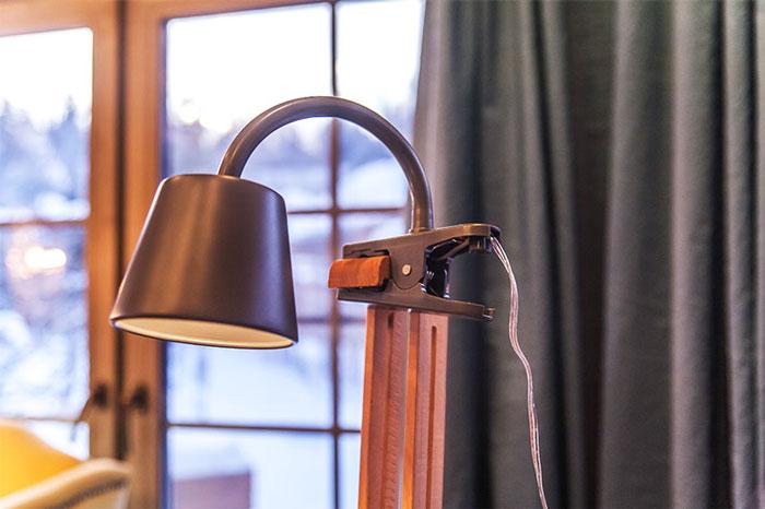 лампа на прищепке для художника