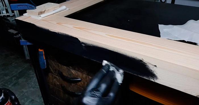 нанесение акрилового колера на древесину гримерного зеркала