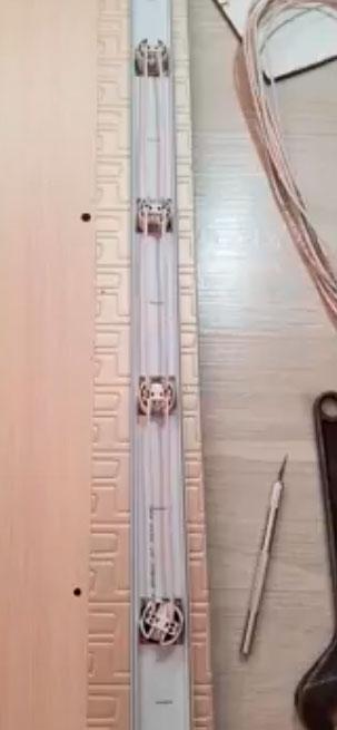 как спрятать провода сзади гримерного зеркала