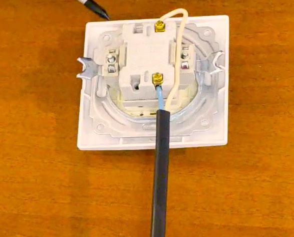 куда подключать провода на одноклавишном выключателе
