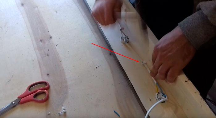 кабельный хомутик для крепежа провода на раме