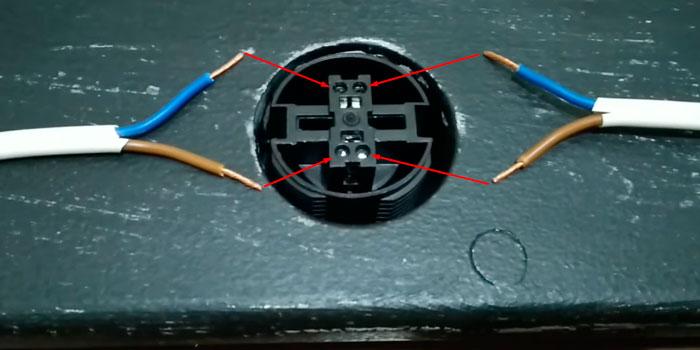 как подключить провода к патронам лампочек на гримерном зеркале