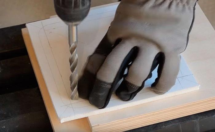 как вырезать внутреннюю обойму под светильник