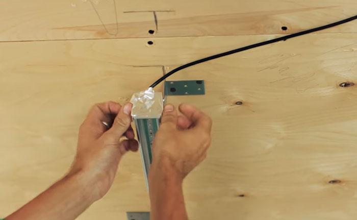 проклейка торцов алюминиевым скотчем на световой линии
