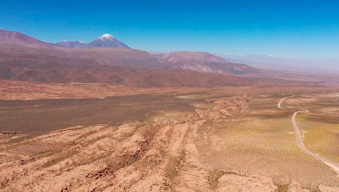 поверхность возле вулкана ликанкабур