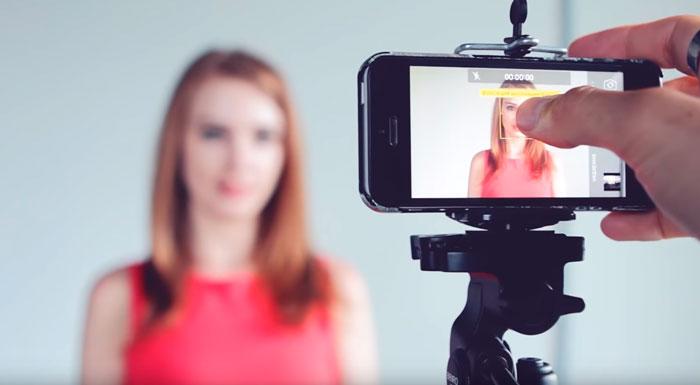 выставление уровня экспозиции на телефоне при съемке видеоблога для ютуб
