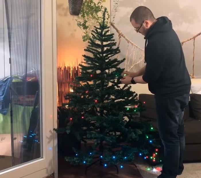украшение елки гирляндой Twinkly