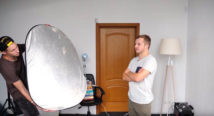 применение отражателя или рефлектора при съемке видео для ютуб