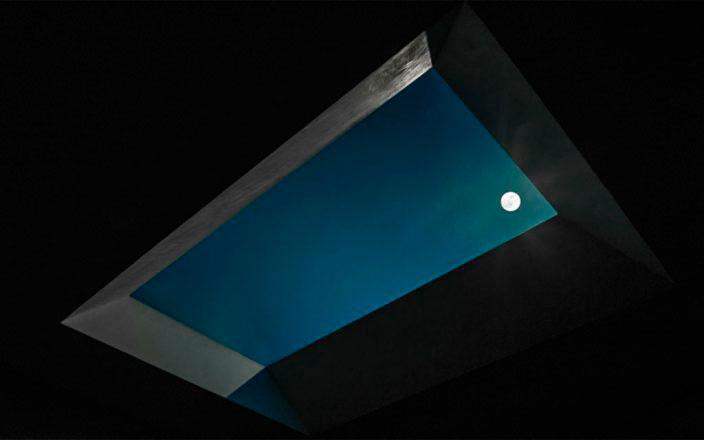 ночная версия потолочного светильника с луной