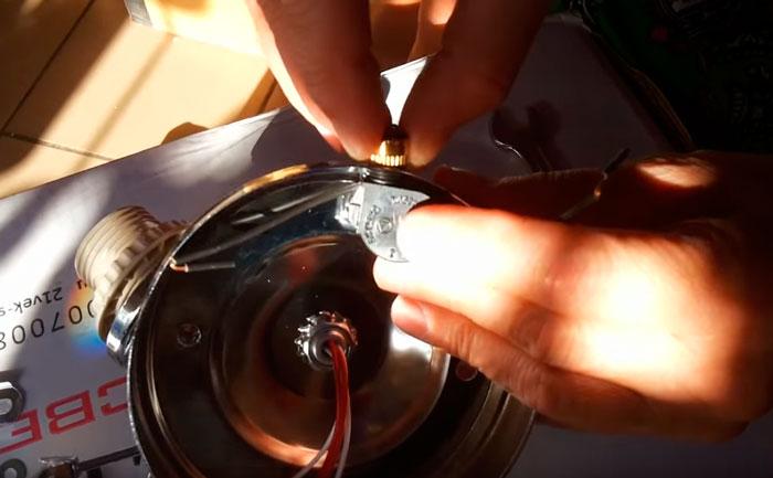 установка выключателя на цепочке в настенное бра