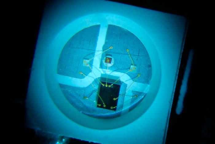 микросхема встроенная в светодиод умной ленты