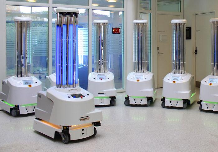 передвижной робот с бактерицидными лампами