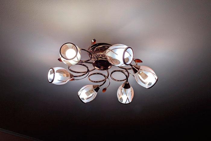 лампочки разной температуры в одной люстре