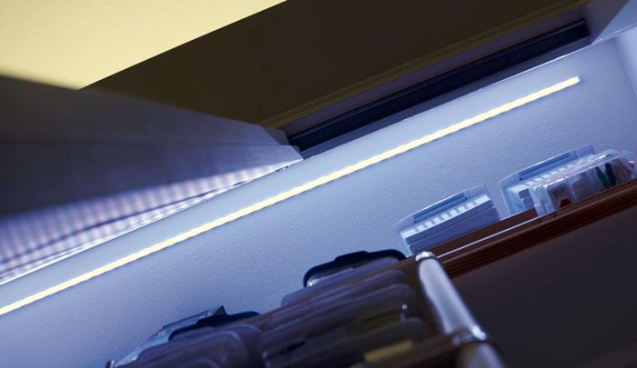 освещение в шкафу купе