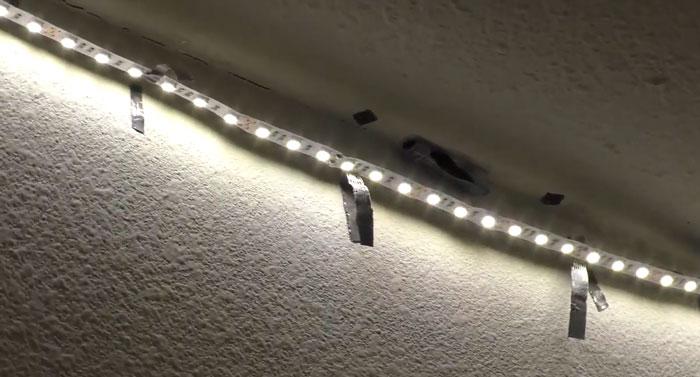 не ровная и грязная поверхность для наклейки светодиодной ленты