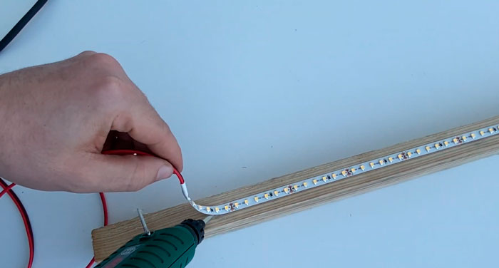 почему нельзя клеить светодиоднуб ленту на клеевой пистолет