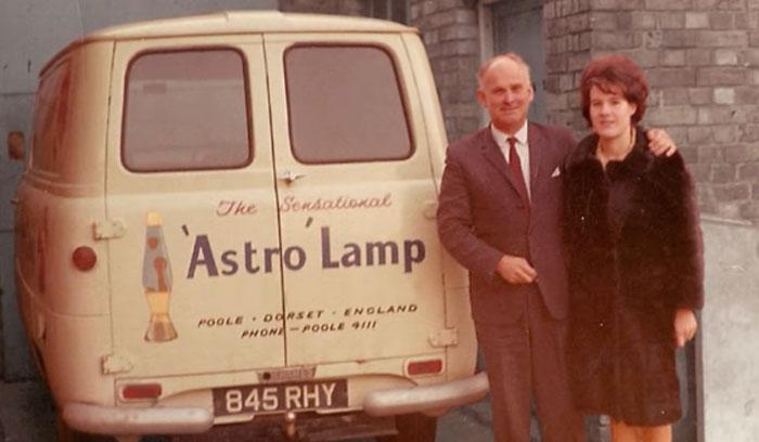 астро лампа английского изобретателя