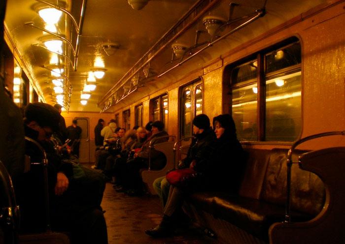 освещение в старых вагонах метро