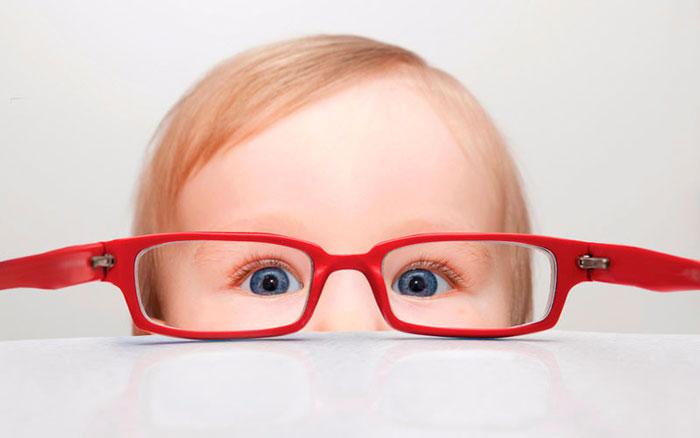 близорукость и неправильный свет у детей