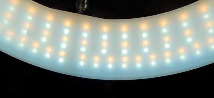 теплые и холодные светодиоды в кольцевой лампе