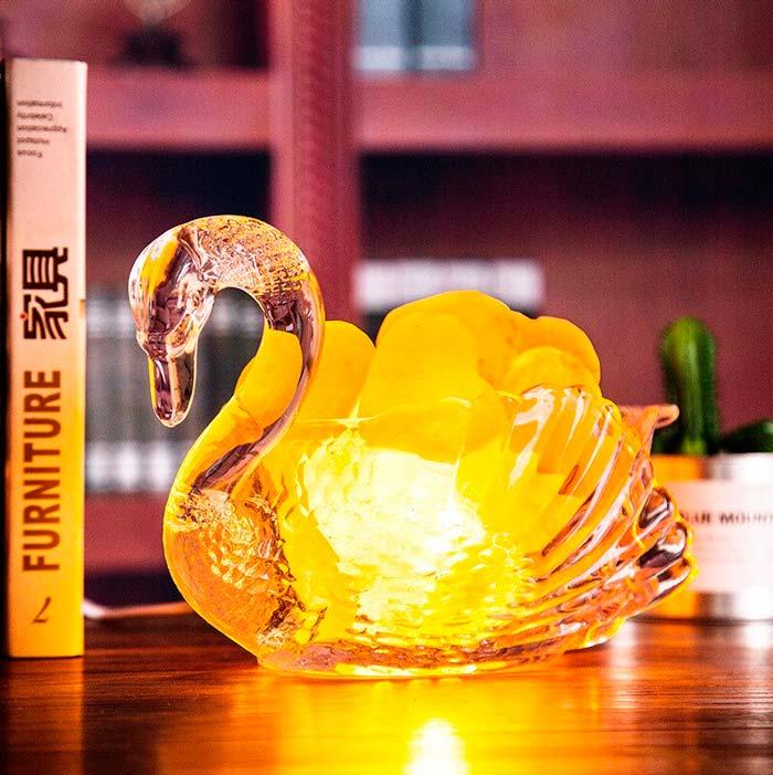 соляная лампа в форме лебедя
