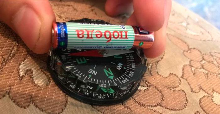 проверка батарейки компасом