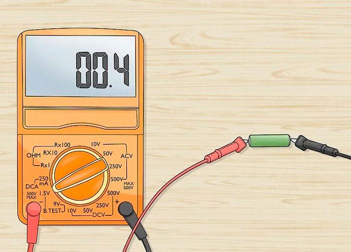 проверяем батарейку под нагрузкой тестером
