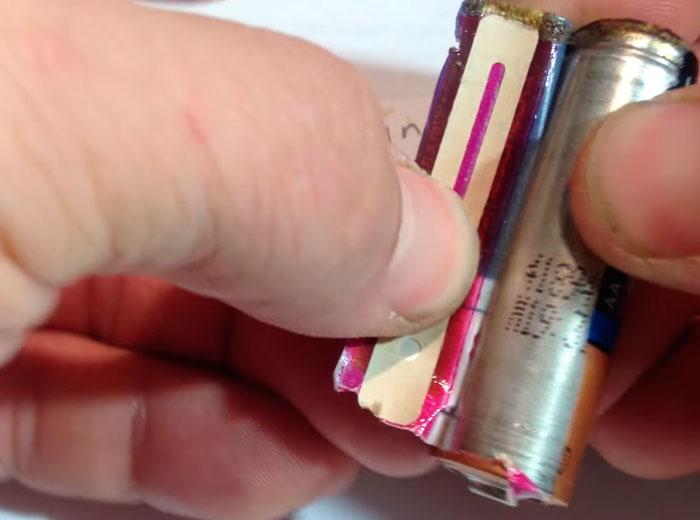цветовая полоска измеряющая температуру корпуса батарейки