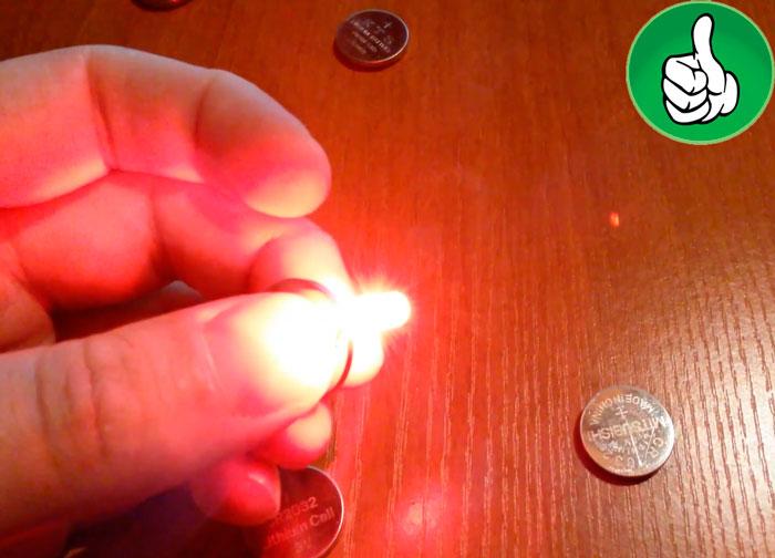 как проверить плоскую батарейку таблетку светодиодом