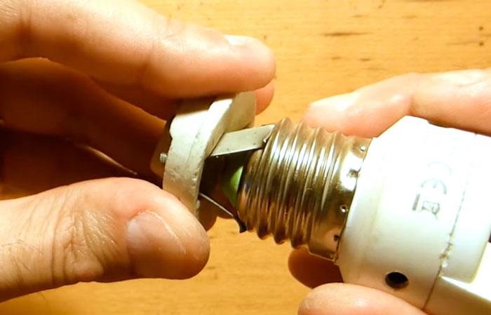 патрон какой конструкции более надежный для лампочек накаливания