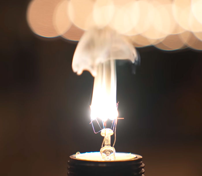 перегорание нити вольфрама на лампе накаливания