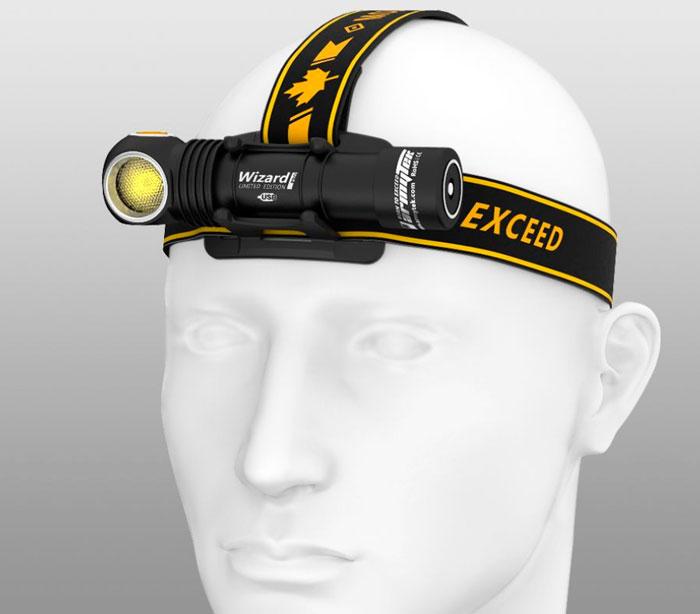 налобный фонарь армитек на голове