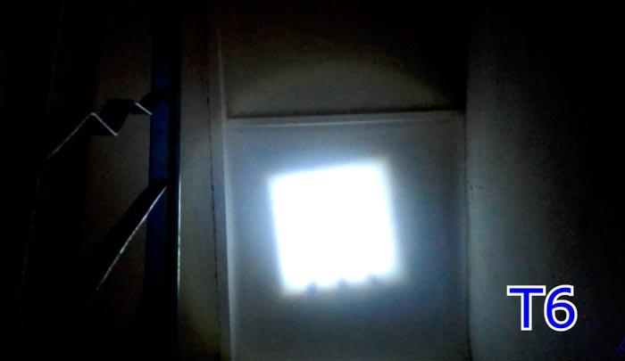 квадратное пятно от фонарика с зумом