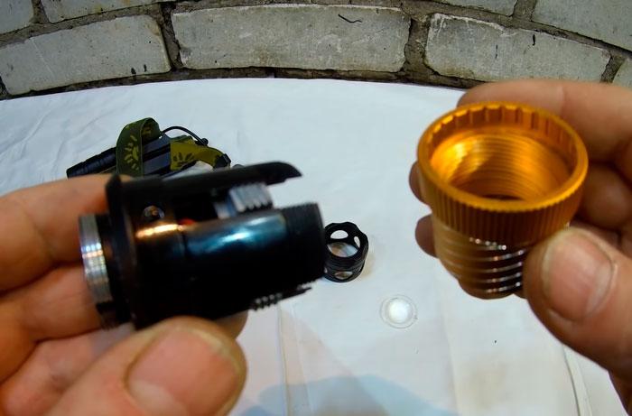 разбор налобного фонарика с зумом