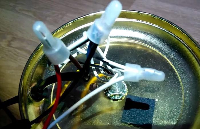соединение проводов сенсорного выключателя с настольной лампой