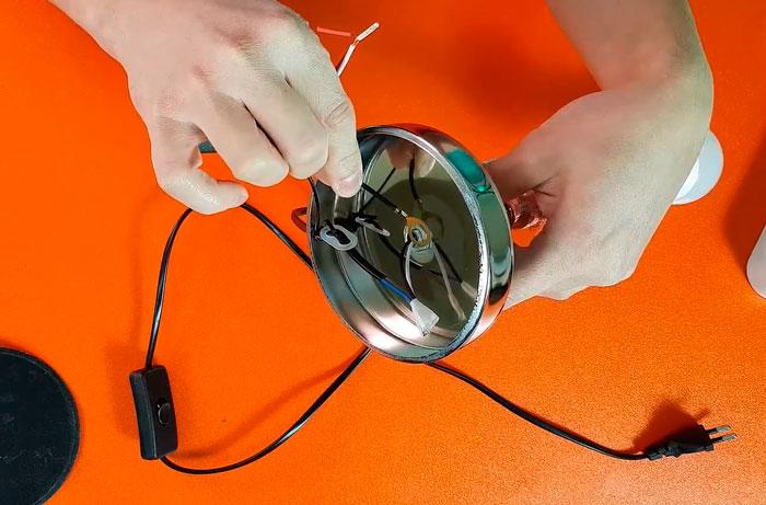 куда подключать датчик сенсорного выключателя на лампе