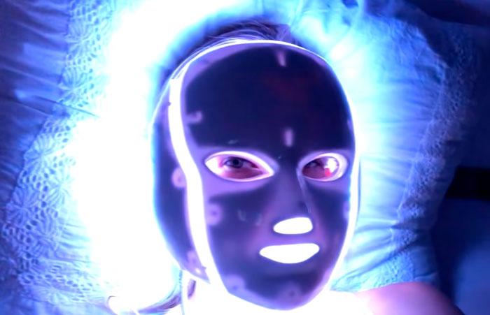 LED маска с синим цветом