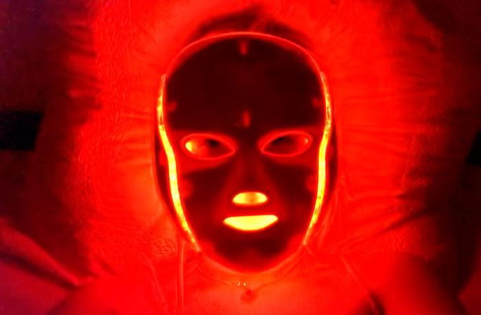 LED маска с красным цветом